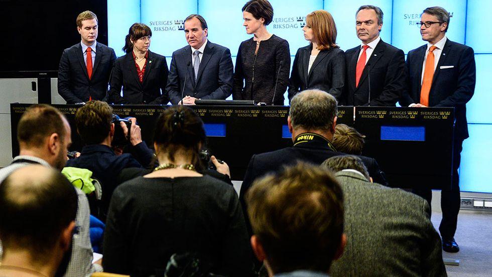 Gustav Fridolin (MP), Åsa Romson (MP, Stefan Löfven (S), Anna Kinberg Batra (M), Annie Lööf (C), Jan Björklund (FP) och Göran Hägglund (KD) vid lördagens pressträff i Riksdagen.