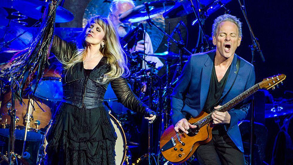Stevie Nicks och Lindsey Buckingham i rockbandet Fleetwood Mac i Globen.