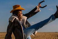 52-åriga Cindy Crawford frontar Acnes nya modekampanj