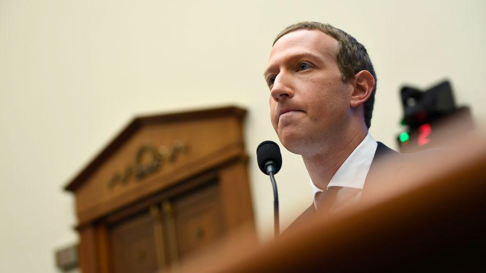 Facebooks vd Mark Zuckerberg frågas ut av kongressen i USA. Arkivbild.