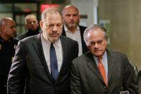 Harvey Weinstein och hans advokat Benjamin Brafman anländer till högsta domstolen i New York den 20 december. Arkivbild.