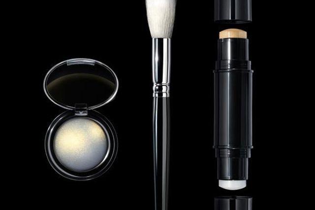 """Pat McGraths makeupkit 003 hjälper dig att få till en """"editorial glow""""."""