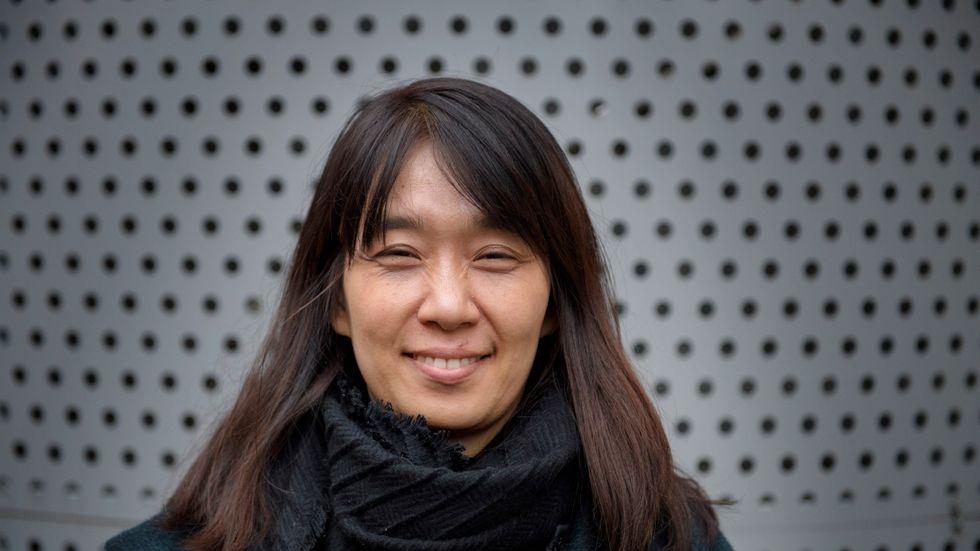 """Den hyllade sydkoreanska författaren Han Kang (född 1970) debuterade 1993. """"Den vita boken"""" är hennes tredje på svenska."""