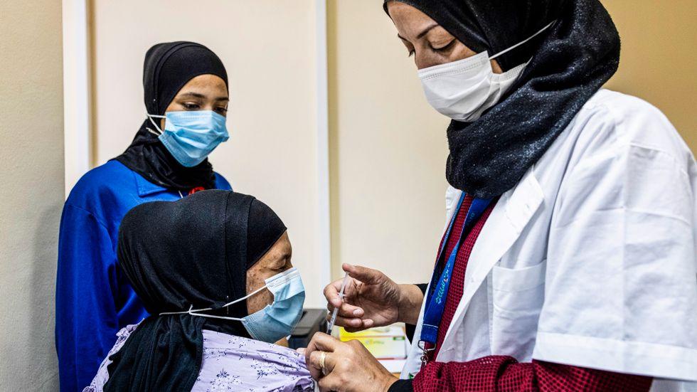 Den 14 augusti började Israel erbjuda en tredje vaccindos mot covid-19 till alla över 50 år i befolkningen.