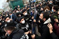 Turkiska poliser i drabbningar med demonstranter