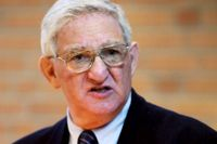 Fredag 4 juli. Morton Narrowe. Rabbin, 82 år. Född i Philadelphia i Pennsylvania, USA, bor i Stockholm. Debuterar som sommarvärd.