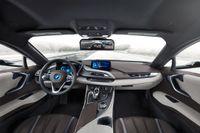 Kamerorna är placerade där sidospeglarna i vanliga fall finns, den tredje kameran sitter precis ovanför bilens bakruta.