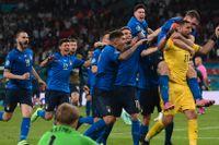 Italien firar efter vinsten mot England.