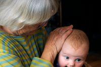 När det blir barnbarn ökar risken för bråk, framför allt mellan barnets mamma och svärmor, visar finsk forskning.