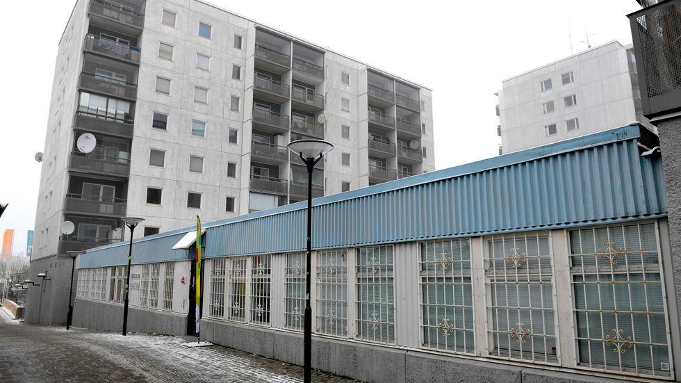 Husby, en stadsdel i Västerort inom Stockholms kommun. Husby finns med på polisens lista över särskilt utsatta områden vad gäller våld och kriminalitet.