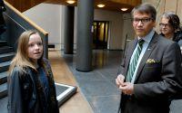 Dåvarande socialminister Göran Hägglund träffade narkolepsidrabbade Emelie Olsson och andra drabbade familjer på Socialdepartementet i Stockholm 2011.