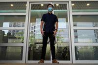 Joshua Wong. Bilden är tagen då han häromveckan ansökte om att få ställa upp i det stundande Hongkong-valet.