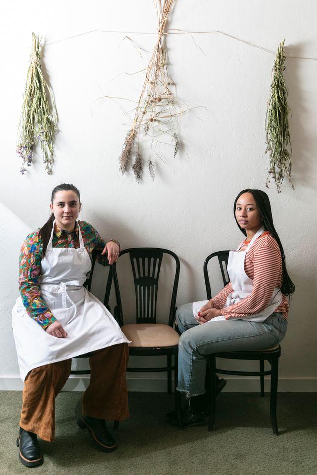 Linn Söderström och Marion Ringborg driver nyöppnade Garba. De utgår från frukter och bär i säsong när de skapar desserter.