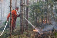 Släckningsarbete av under den stora skogsbranden i Västmanland 2014.