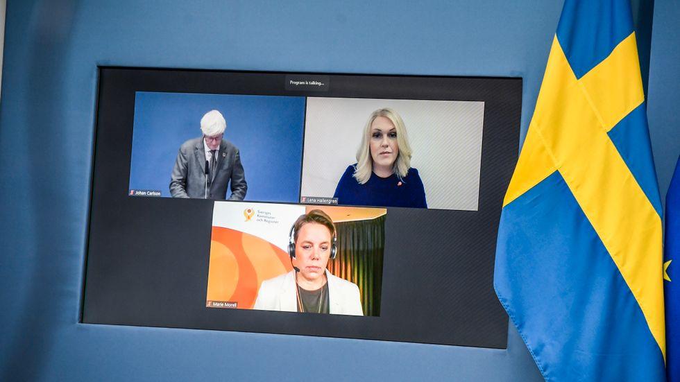 Socialminister Lena Hallengren (S) och SKR:s Marie Morell på den digitala pressträffen.