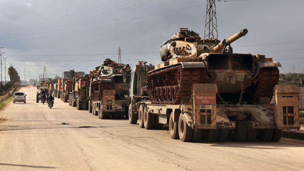 En turkisk militärkonvoj i nordvästra Syrien. Arkivbild