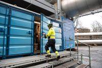 Stockholm Exergis testanläggning för koldioxidskiljning vid Värtahamnen i Stockholm. Arkivbild.