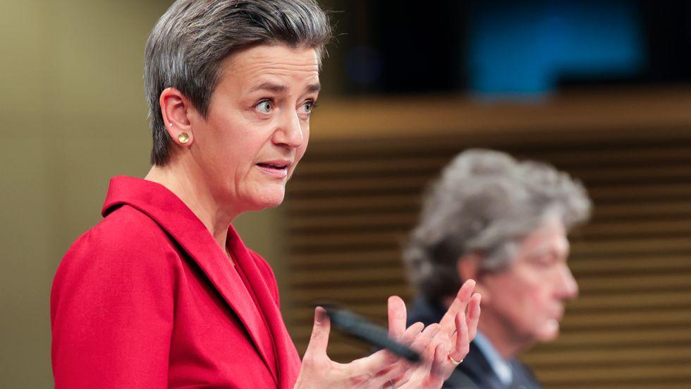 EU:s digitaliseringskommissionär Margrethe Vestager och inremarknadskommissionären Thierry Breton lade i december fram sina förslag till nya digitala tjänste- och marknadslagar i EU. Arkivfoto.