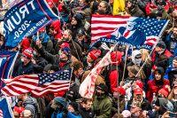 Trump-anhängare stormar kongressen den 6 januari.