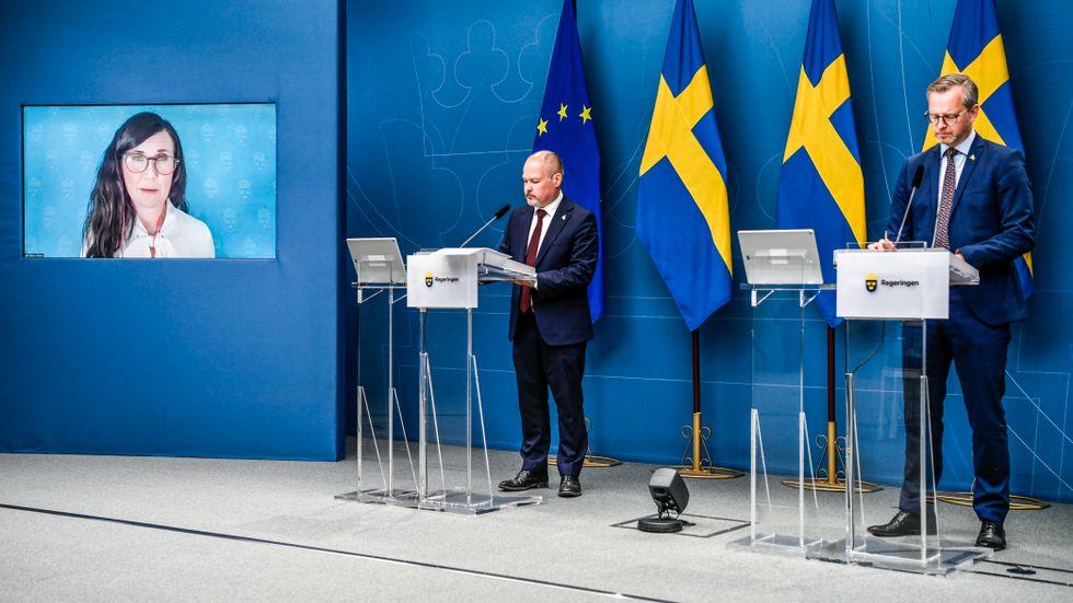 Märta Stenevi, Morgan Johansson och Mikael Damberg på dagens presskonferens.