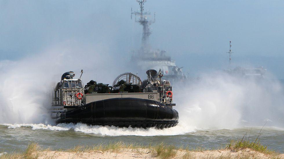 Landstigningsövning med svävare under Natoövningen Baltops 2015.