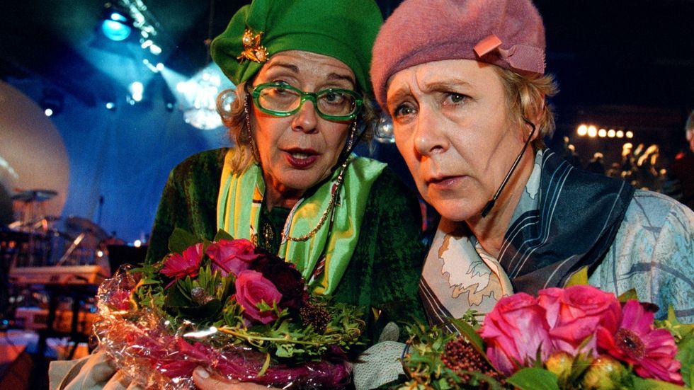 Med Reventberg (th) som rollfiguren Ortrud tillsammans med Agneta Danielsson som Alfhild.
