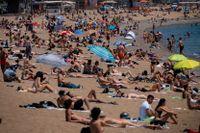Solbadare i spanska Barcelona. Arkivbild.