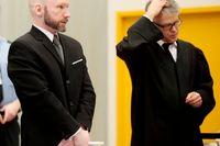 Anders Behring Breivik kommer till rättsalen i Norge efter att ha stämt norska staten för omänsklig behandling. Fallet prövas nu i Europadomstolen som kommer med sin dom i dag. Arkivbild.