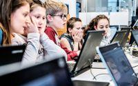Elever i Glömstaskolan lär sig programmera. Snart blir det obligatoriskt i alla skolor.