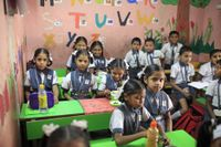 Elever i en privatskola i slumområdet Mankhurd i Bombay