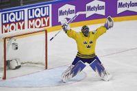 Henrik Lundqvist var en av VM-guldhjältarna i Köln för två år sedan då Tre Kronor besegrade Kanada efter straffläggning i finalen. Arkivbild.