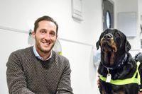 Anicuras vd Peter Dahlberg på besök på företagets djursjukhus Albano där hunden Nixon blir undersökt av veterinären Johanna Holmberg-