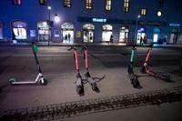 Tre av Stockholms största elsparkcykelföretag använder sig av en underleverantör utan yrkestrafiktillstånd. Arkivbild.