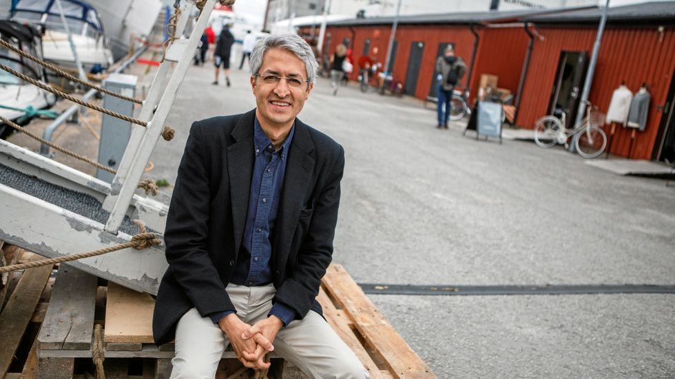 Google behöver hitta en reglering av sitt innehåll – utan att det missbrukas av regeringar, säger Madhav Chinnappa.