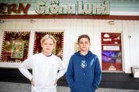 """Malte och Frank, 12, tycker att det är tråkigt att Gröna Lund inte har öppet. Förra sommaren var de där jättemycket. Om nöjesparken öppnar igen tänker Malte åka """"något fett högt"""" och Frank """"Ikaros direkt"""". Foto: Emma-Sofia Olsson / Svenska Dagbladet"""