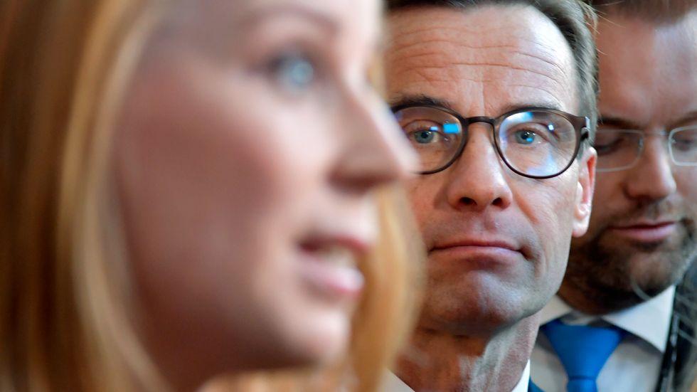 Moderaterna och partiledaren Ulf Kristersson hoppas att Centerledaren Annie Lööf ska välja en borgerlig regering. Arkivbild.