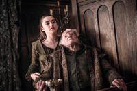 Arya mördar Walder Frey, i Game of Thrones.