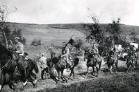 Trupper från Österrike-Ungern rycker fram genom Serbien, nära Kraljevo 1915.