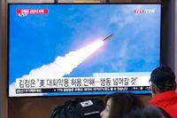 En tv-skärm visar en bild på en av Nordkoreas tidigare robot-uppskjutningar. Arkivbild.