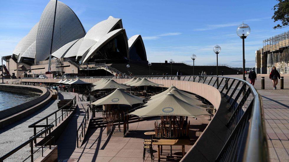 Promenaden fram till Sydneyoperan får gapa tom ett tag till.