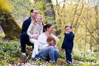 Kronprinsessfamiljen presenterar en ny familjemedlem: Rio.