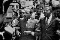 Medborgarrättskämpen och pastorn Martin Luther King tillsammans med medhjälparen och prästen Ralph Abernathy fotograferade i Memphis i Tennessee kort innan King sköts ihjäl i staden 1968.