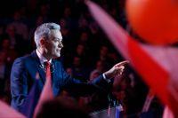 Polens oppositionspartier bildar enad front i valet till senaten. Här talar Robert Biedron, som leder det progressiva uppstickarpartiet Wiosna (Vår). Arkivbild.