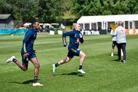 Alexander Isak och Emil Forsberg på lördagens träning i Göteborg.