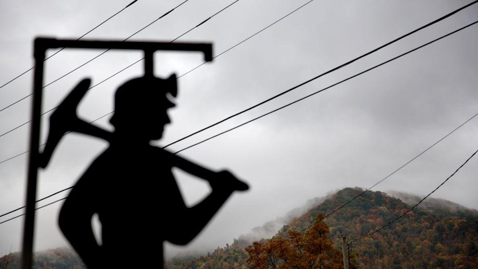 Ett monument för döda gruvarbetare i USA. I Belgien hoppas myndigheterna nu kunna identifiera några av offren för landets värsta gruvkatastrof för 65 år sedan. Arkivfoto.