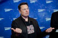Upp eller ned för Tesla-aktien? Här är företagets vd Elon Musk vid utdelningen av det tyska Axel Springer-priset tidigare i december.