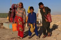 Afghanska internflyktingar i staden Mazir-i-Sharif.