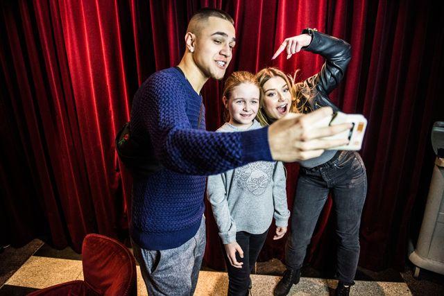 Juniorreportern Hanna träffade Liam och Hanna på ett hotell i Göteborg. De säger att de klickar bra – men inte är något par.