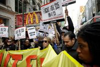 En demonstration utanför en McDonaldsrestaurang i New York den 31 mars i år.