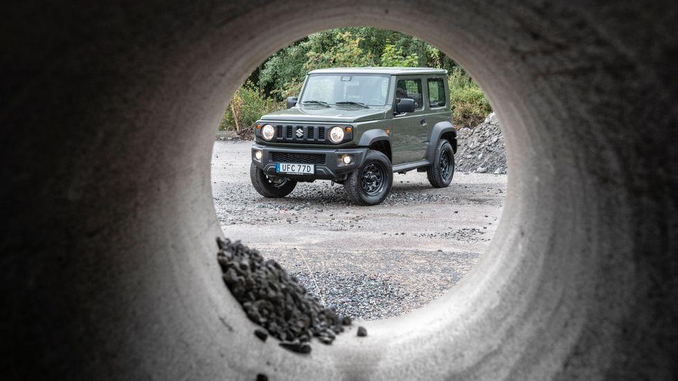 """Detta är en """"lastbil"""" som trivs bra på små ytor. Fast här tog sig inte ens Suzuki Jimny Torakku igenom."""